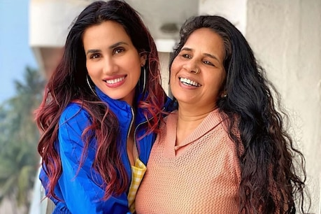 Sonali Sehgal has said that her mother is still a hard worker and a super mom.  (Photo Credit @ sonnalliseygall / Instagram)