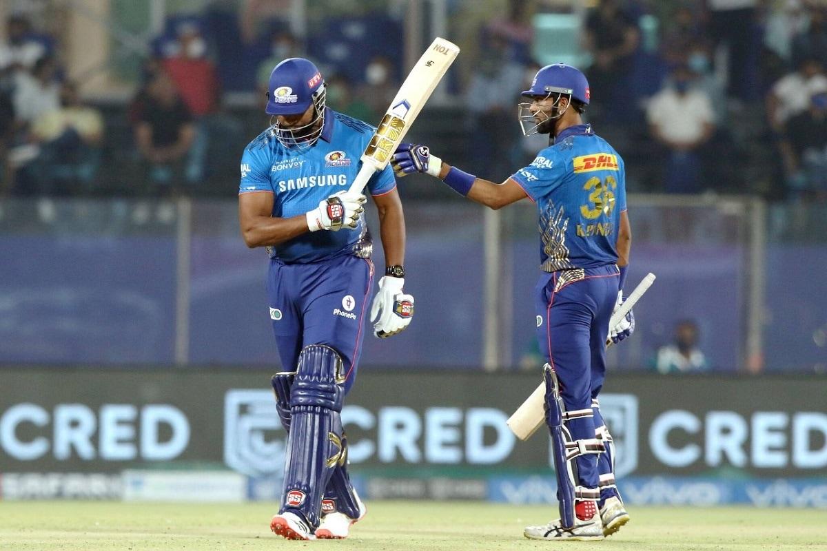 नई दिल्ली. इंडियन प्रीमियर लीग 2021 में मुंबई इंडियंस के लिए अच्छा प्रदर्शन करने वाले कायरन पोलार्ड (Kieron Pollard) अब जल्द ही कैरेबियन प्रीमियर लीग 2021 में खेलते नजर आएंगे. अगस्त में होने वाले इस टूर्नामेंट के लिए पिछली बार की चैंपियन ट्रिनबैगो नाइट राइडर्स ने कायरन पोलार्ड को कप्तानी के पद पर बरकरार रखने का फैसला किया है. (PC:PTI)