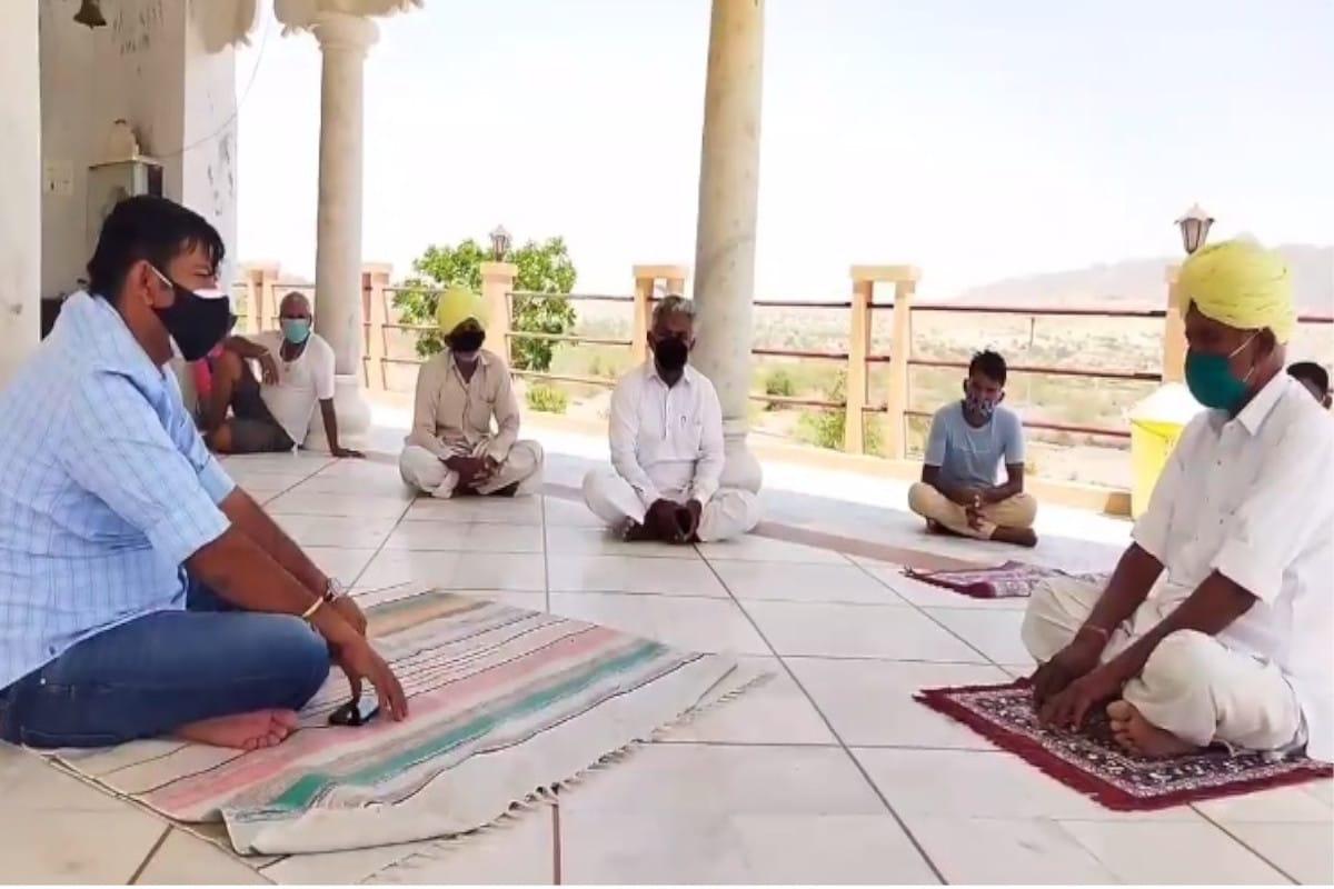 Positive india: कोविड-19 के विपरीत हालात में बाड़मेर के 2 युवा उद्यमियों ने पूरा गांव ही ले लिया गोद