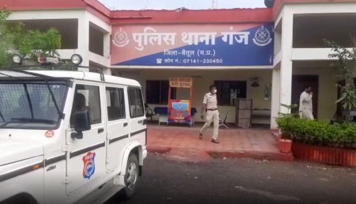 madhya pradesh news, vaccination inmadhya pradesh, vaccine slot booking. black marketing in madhya pradesh,मध्य प्रदेश न्यूज़, मध्य प्रदेश समाचार, मध्य प्रदेश में वैक्सीनेशन, वैक्सीन स्लॉट बुकिंग