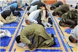 आज मनाई जा रही है ईद, कोरोना के चलते घरों में ही लोग अदा करे हैं नमाज