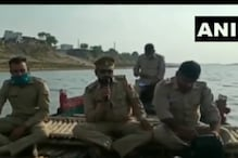 गाजीपुर में मुनादी करके पुलिस ने शवों के जल प्रवाह पर लगाई रोक