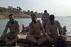 Dead Bodies in Ganga News: गाजीपुर में दफनाए गए 123 शव, पुलिस ने गंगा में बढ़ाई गश्त, देखिए तस्वीरें
