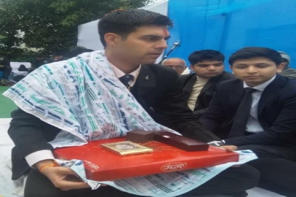 मिग-21 क्रैश में शहीद पायलट अभिनव चौधरी ने 1 रुपए लेकर की थी शादी, दहेज के खिलाफ दिया था संदेश - Fighter pilot Abhinav Chaudhary of Meerut martyred in MiG 21 crash