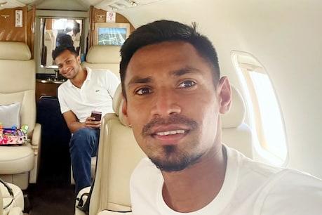 मुस्ताफिजुर रहमान और शाकिब अल हसन IPL-2021 के स्थगित होने के बाद स्वदेश लौटे. (Twitter)