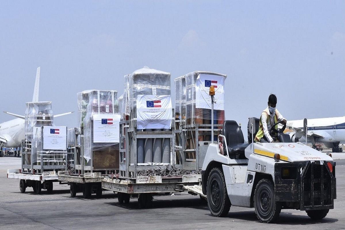 इसी कड़ी में शनिवार को ऑस्ट्रिया और चेक रिपब्लिक से ऑक्सीजन सिलेंडर भारत पहुंचे. भारतीय विदेश मंत्रालय की ओर से दी गई आधिकारिक जानकारी के अनुसार, ऑस्ट्रिया से 396 ऑक्सीजन सिलेंडर और चेक रिपब्लिक से 500 ऑक्सीजन सिलेंडर भारत पहुंचे हैं.
