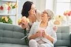 Mother's Day Gift: मदर्स डे पर नहीं ले पाए गिफ्ट, तो ये बेस्ट आइडिया हैं आपके लिए