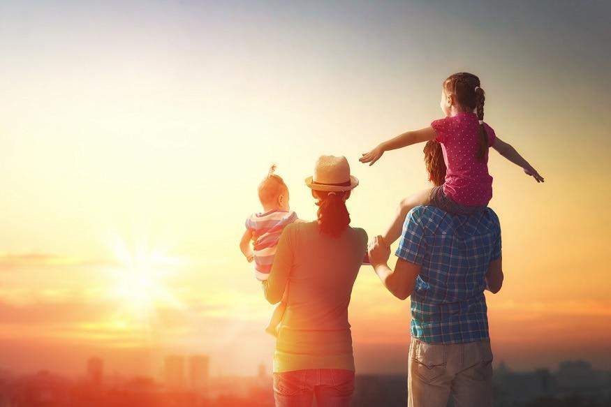 कुछ रिश्तों का कोई मोल नहीं होता यूं तो जीवन में कई लोग मिलते हैं पर परिवार की तरह कोई अनमोल नहीं होता विश्व परिवार दिवस 2021 की शुभकामनाएं जिस परिवार में माता पिता हंसते हैं उस घर में सभी देव-भगवान बसते हैं इसलिए रखिए अपनों को खुश हैप्पी फैमिली डे 2021 परिवार से बड़ा नहीं है कोई धन परिवार के बिना जीवन है अधूरा आओ कभी न छोड़ें अपनों का साथ सबका साथ मिले तो परिवार हो पूरा हैप्पी फैमिली डे 2021 Image/Shutterstock