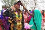 PHOTOS : गांव का लाल जब भारतीय सेना में शामिल होकर घर आया तो इस अंदाज़ में हुआ उसका स्वागत