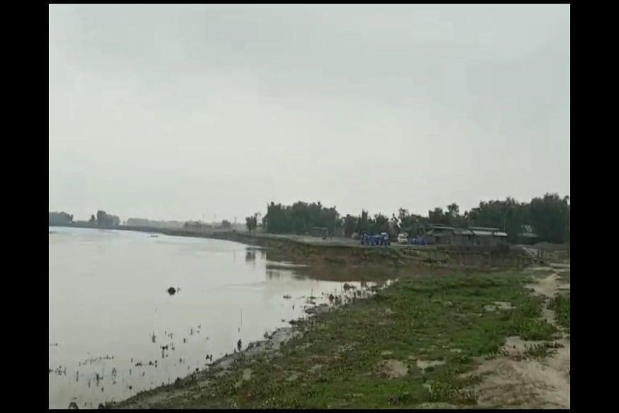 नदी के कटाव के डर से अपने आशियाने को तोड़ रहे नगरा टोला के निवासी शमीम अख्तर, फईम अख्तर, शाहबाज आलम का कहना है कि पिछले साल भी इस इलाके में कनकई नदी के रौद्र रूप के कारण 300 घर, पक्के मकान और स्कूल कटकर नदी में समा गए थे. इसके बावजूद जिस तरह कटाव निरोधक काम होना चाहिए वह नहीं हो पाया. लिहाजा अपने ही बनाए मकान को तोड़कर सुरक्षित जगह पर जाने को विवश हैं.