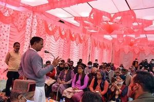 PHOTOS: मंत्री मंहेद्र सिंह ने उड़ाई कोरोना नियमों की धज्जियां, बिना मास्क लगाए बोले-मास्क जरूरी है