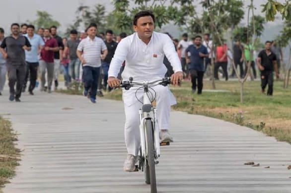 सपा आज पूरे यूपी में हर तहसील पर साइकिल यात्राएं निकलेगी.  (Pic- सपा अध्यक्ष अखिलेश यादव (PTI))