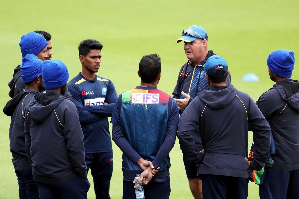 नई दिल्ली. भारत और श्रीलंका (India vs Sri Lanka ODI Series) के बीच होने वाली वनडे और टी20 सीरीज (India vs Sri Lanka T20I Series) पर कोरोना की मार पड़ चुकी है. श्रीलंकाई टीम के दो सदस्यों के कोरोना संक्रमित होने के बाद अब वनडे सीरीज को 4 दिन आगे खिसका दिया गया है. 13 जुलाई से होने वाली वनडे सीरीज अब 17 जुलाई से शुरू होगी. खबरों की मानें तो श्रीलंकाई टीम में अब बड़े बदलाव देखने को मिल सकते हैं. (AP)