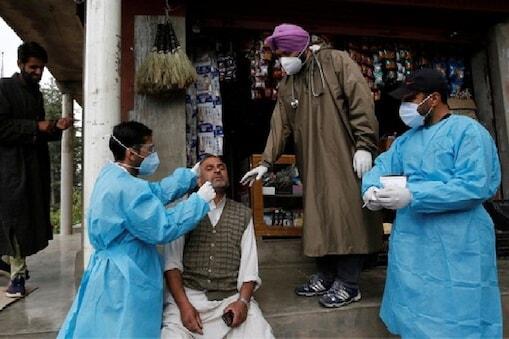 भारत में अप्रैल और मई के दौरान प्रतिदिन संक्रमण के तीन लाख से अधिक नए मामले आ रहे थे. (PTI)