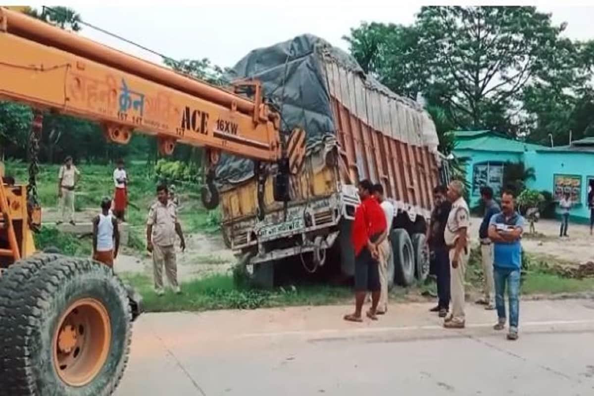 Muzaffarpur News: होटल पर रुकी थी बारात से लौट रही बस, बेकाबू ट्रक ने 14 को कुचला, 4 की मौके पर मौत
