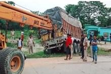 मुजफ्फरपुर में होटल पर रुकी थी बस, बेकाबू ट्रक ने 14 को कुचला, 4 की मौत