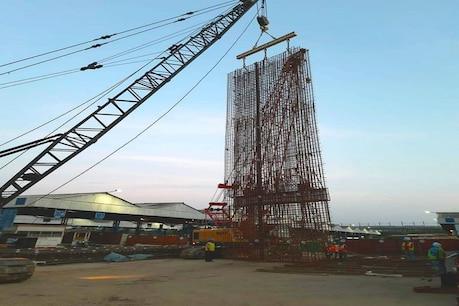 आनंद विहार में टनलिंग या सुरंग बनाने का कार्य करने के लिए लॉन्चिंग शाफ्ट का निर्माण कार्य शुरू किया गया है.