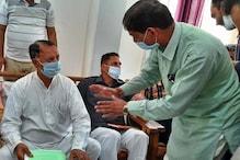 VIDEO: करसोग में अफसरों पर भड़के मंत्री महेंद्र-तुम तीनों को सस्पेंड कर दूंगा