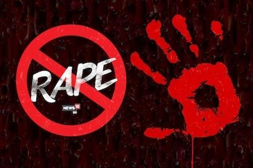 पश्चिम बंगाल विधानसभा चुनाव के नतीजे आने के दो दिन बाद 4-5 मई की रात को कथित तृणमूल के लोगों ने उनके घर के अंदर हमला कर दिया. एक कार्यकर्ता ने उसके साथ बलात्कार किया.  (सांकेतिक तस्वीर)