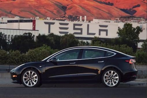 Tesla कारों का इंटरफेस हिंदी में भी होगा