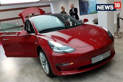 टेस्ला ने मॉडल 3 और मॉडल Y कार की 3 लाख यूनिट रिकॉल की.