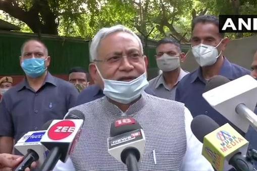 बिहार के सीएम नीतीश कुमार ने बालू माफियाओं को चेतावनी दी है (फाइल फोटो)