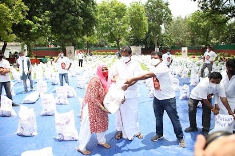 राहुल गांधी के जन्मदिवस पर युवा कांग्रेस ने जरूरतमंदों को बांटी राशन किट, बेरोजगारों को सहायता राशि