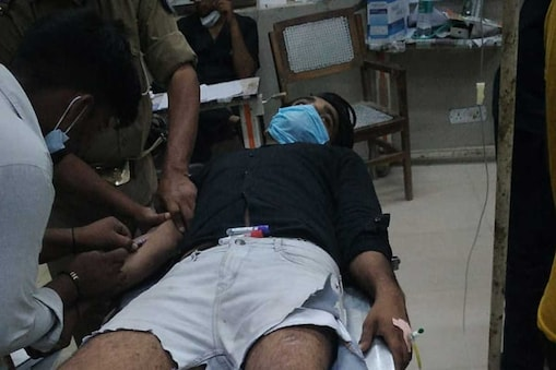Agra: मुठभेड़ में घायल बदमाश विजय को अस्पताल में कराया गया भर्ती