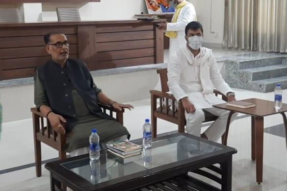 राधा मोहन सिंह ने बीजेपी के पदाधिकारियों के साथ गोपनीय बैठक की.