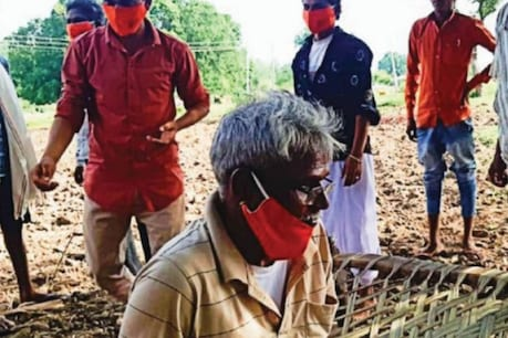 विधायक बाबूलाल खराड़ी ने अफवाह पर विराम लगाने के लिये ग्रामीण क्षेत्र में लोगों के बीच बैठे हुये अपनी फोटो सोशल मीडिया पर अपलोड की.