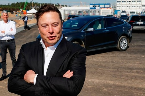 केंद्र सरकार ने टेस्ला के सीईओ एलन मस्क की ई-वाहनों पर आयात शुल्क घटाने की मांग ठुकरा दी है.