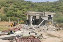 भूमाफियाओं पर बड़ी कार्रवाई, आरावली में 20 एकड़ में फैले फार्महाउस को तोड़ा