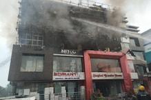 Dehradun: किशन नगर के टाइल्स शोरूम में भीषण आग, लाखों का सामान खाक