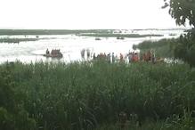 कुशीनगर: नारायणी नदी के बीच फंसी नाव से सकुशल निकाले गए सभी 150 लोग