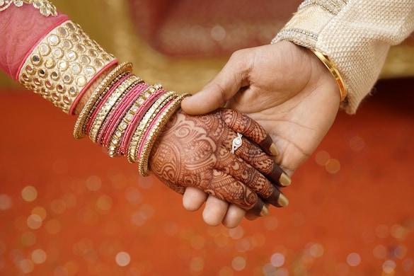 सुहागरात वाले दिन नई नवेली दुल्हन ने पति को दिया धोखा (File photo)