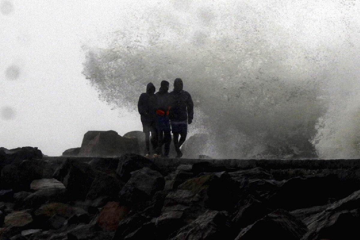Weather News: बिहार में कई जगहों पर वज्रपात का अनुमान, 11 जिलों में बारिश का येलो अलर्ट