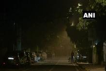 Delhi Weather: दिल्ली में गरज-चमक के साथ कई इलाकों में बारिश, तेज हवा से गिरे पेड़