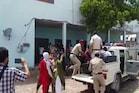 PHOTOS: होटल में चल रहे सेक्स रैकेट का भंडाफोड़, 6 लड़कियोंं के समेत 11 गिरफ्तार