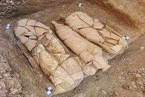 17 सौ सालों से जमीन में दफन थीं मिट्टी की 20 बड़ी-बड़ी बोतलें, फोड़ते ही मसालों की जगह निकली ऐसी-ऐसी चीजें
