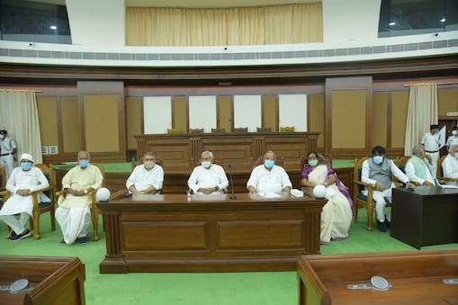 एनडीए की बैठक में शामिल सीएम नीतीश कुमार और अन्य