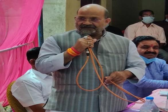 महसी क्षेत्र से बीजेपी के विधायक सुरेश्वर सिंह ने कहा कि उन्हें रविवार की रात इंटरनेट से धमकी भरा फोन किया गया था (फाइल फोटो)