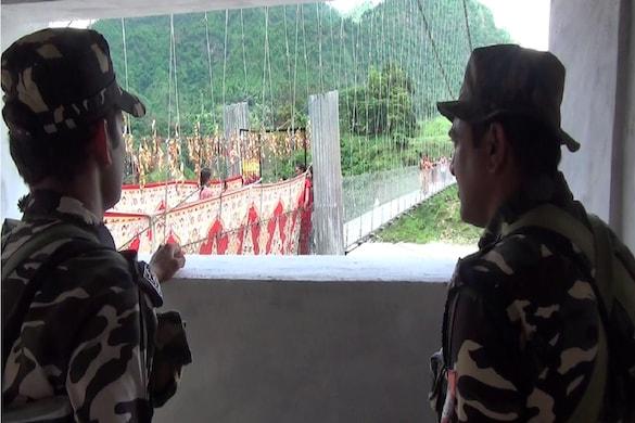 पिथौरागढ़: नेपाल से भारत आने वालों का होगा कोरोना टेस्ट, फर्जी रिपोर्ट लाने की खबरों के बाद सख्ती