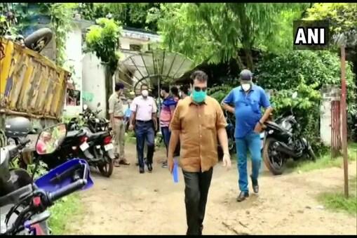 भाजपा विधायक शुभेंदु अधिकारी के आवास पर पहुंची सीआईडी की एक टीम. (ANI Twitter/17 July, 2021)