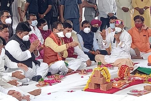 मध्य प्रदेश के सीएम शिवराज सिंह चौहान ने तीसरी लहर को लेकर चिंता जताई है. उन्होंने लोगों से हाथ जोड़कर सतर्क रहने को कहा है.