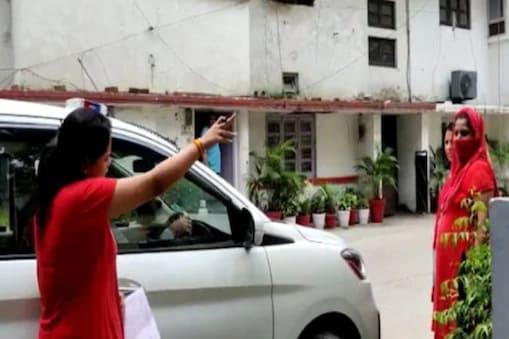 डीसीपी की पत्नी पर आरोप है कि उन्होंने पुराने विवाद में एएसआई की बेटी के लिए अभद्र भाषा का प्रयोग किया और विरोध करने पर उसपर ताला फेंक कर हमला किया. (फाइल फोटो)