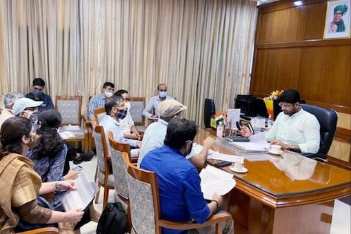 उपमुख्यमंत्री दुष्यंत चौटाल ने कहा कि हिसार हवाई अड्डे का नामकरण हरियाणा सरकार द्वारा महाराजा अग्रसेन के नाम पर किया गया है