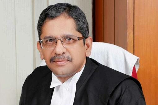 प्रधान न्यायाधीश एनवी रमन्ना की सलाह के बाद 21 साल पुराना वैवाहिक विवाद सुलझ गया. (फाइल फोटो)