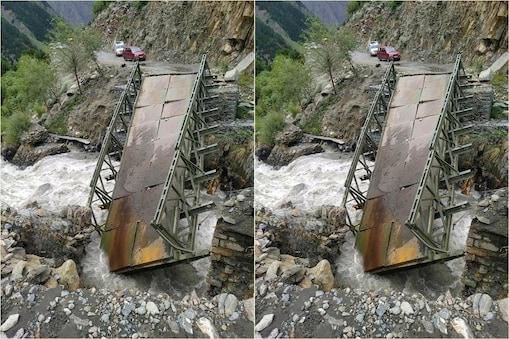 लाहौल में तीन पुल गिर गए हैं और बड़ी संख्या में लोग फंस गए हैं.