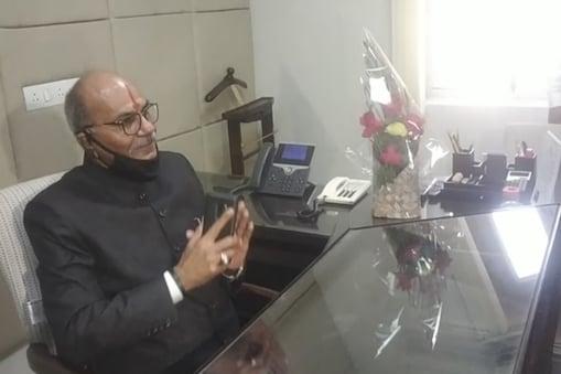सत्ता में आने के करीब ढाई साल बाद गहलोत सरकार ने 8 मार्च 2021 लोकायुक्त पद पर पीके लोहारा को नियुक्त किया था.