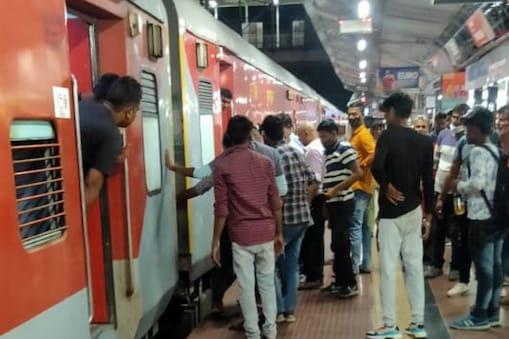 चंदौली के PDDU रेलवे स्टेशन पर टला बड़ा हादसा